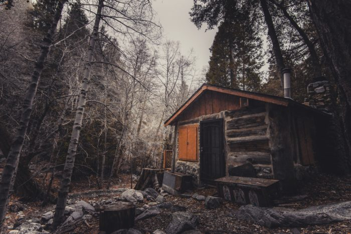 Short Story Saturday: A Cabin in Winter - Photo by Spencer Selover from Pexels